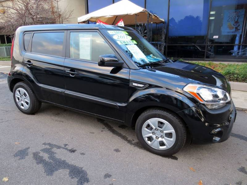 2012 KIA SOUL BASE 4DR WAGON 6A black  only 63000  miles   nicely equipped wpower windows