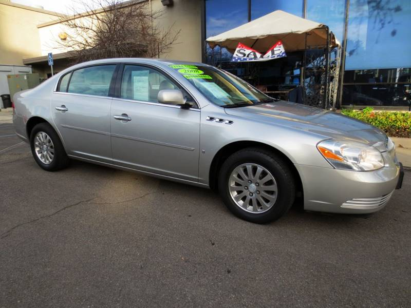 2008 BUICK LUCERNE CX 4DR SEDAN silver  only 74000 miles in great condition inside  out lea