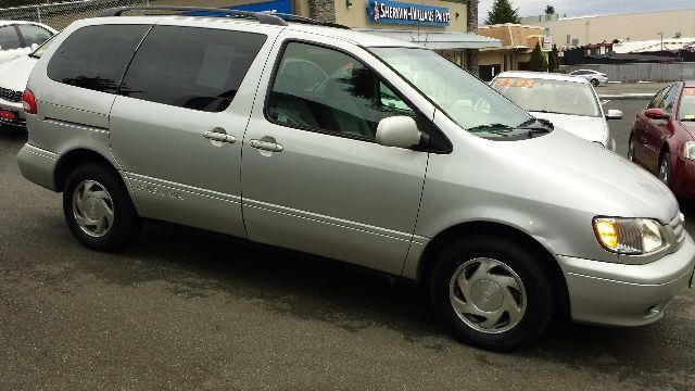 2003 Toyota Sienna LE Minivan 4D - Seattle WA