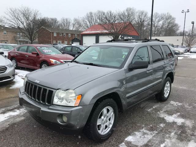 The 2007 Jeep Grand Cherokee Laredo photos
