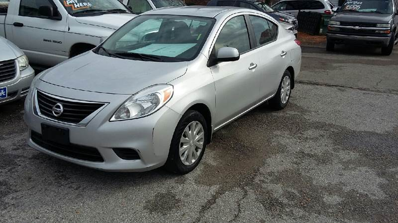 The 2013 Nissan Versa 1.6 S photos