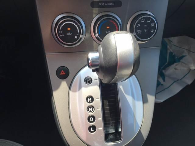 2011 Nissan Sentra 2.0 photo