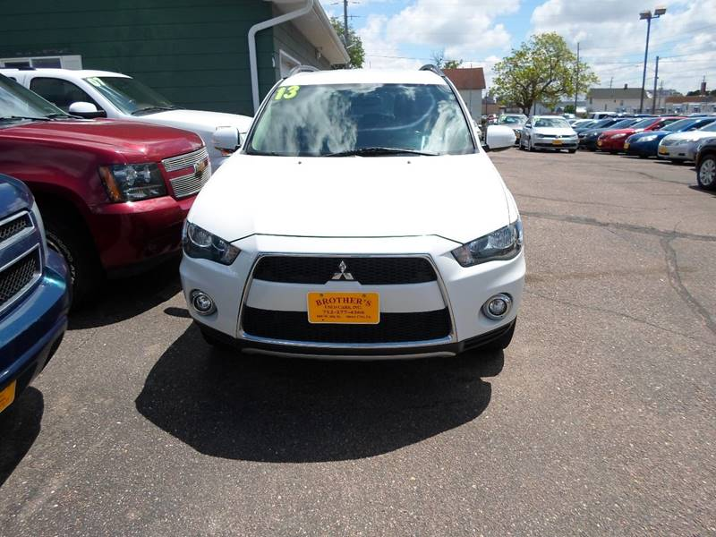 2013 Mitsubishi Outlander for sale at Brothers Used Cars Inc in Sioux City IA