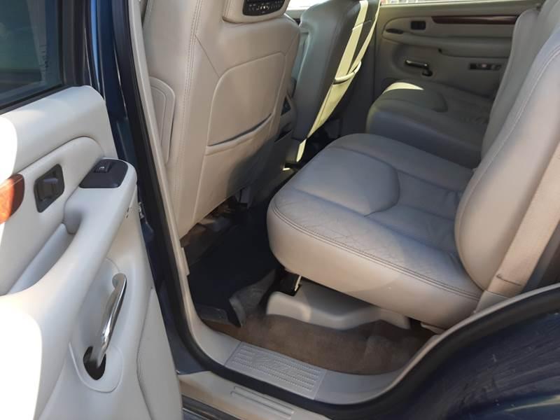 2005 Cadillac Escalade (image 11)