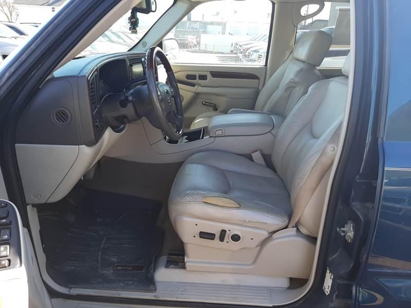 2005 Cadillac Escalade (image 17)