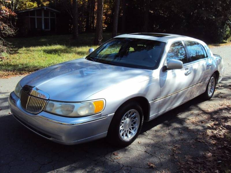2002 Lincoln Town Car Signature 4dr Sedan In Matthews Nc City