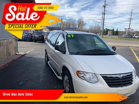 2007 Chrysler Town and Country for sale in Warren, MI