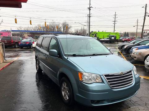 2009 Chrysler Town and Country for sale in Warren, MI