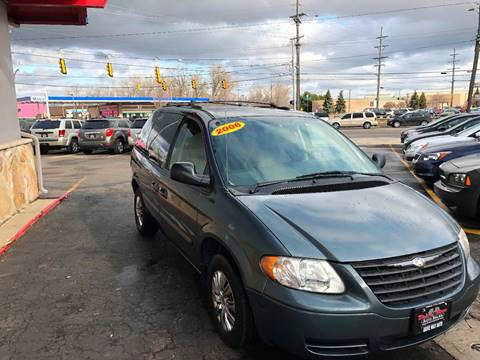 2006 Chrysler Town and Country for sale at Drive Max Auto Sales in Warren MI