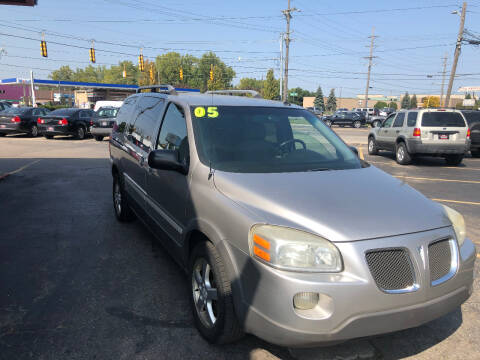 2005 Pontiac Montana SV6 for sale at Drive Max Auto Sales in Warren MI