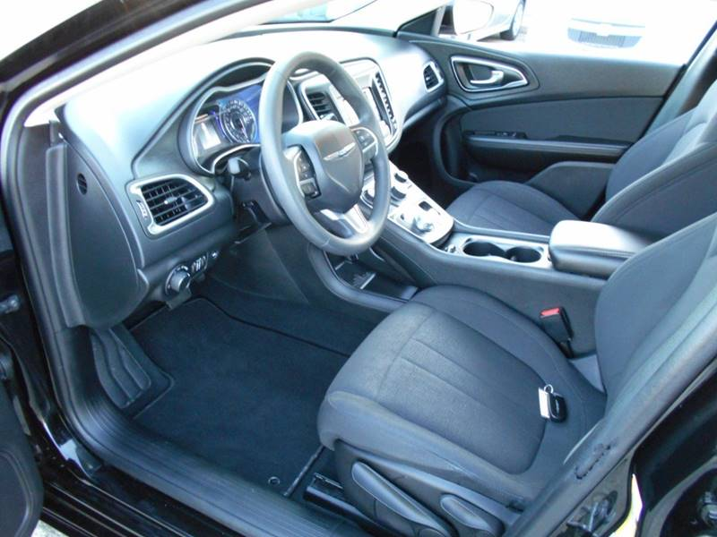 2015 Chrysler 200 Limited 4dr Sedan - Uhrichsville OH