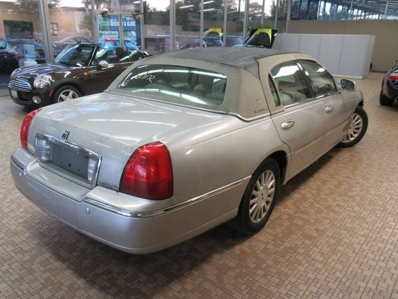 2004 Lincoln Town Car for sale at Redefined Auto Sales in Skokie IL