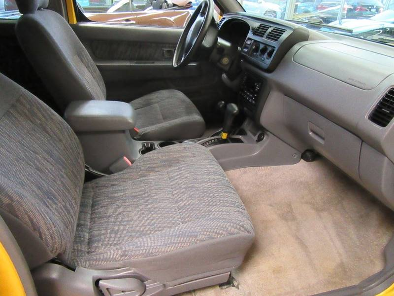 2000 Nissan Frontier for sale at Redefined Auto Sales in Skokie IL