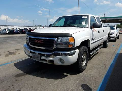 2004 GMC Sierra 2500HD for sale at Redefined Auto Sales in Skokie IL