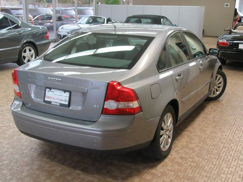 2004 Volvo S40 for sale at Redefined Auto Sales in Skokie IL