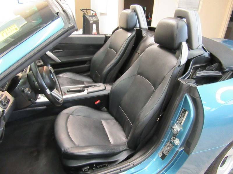 2003 BMW Z4 for sale at Redefined Auto Sales in Skokie IL