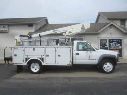 2002 GMC 3500HD VERSALIFT BUCKET TRUCK HD for sale at Portage Car & Truck Sales Inc. in Akron OH