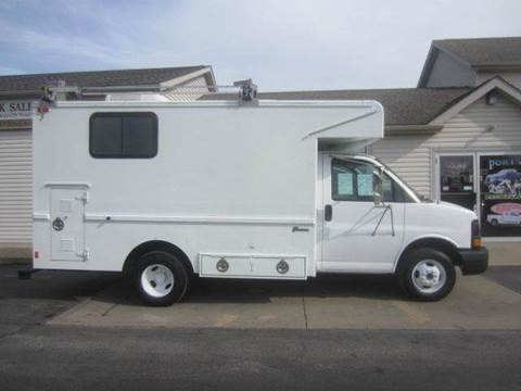 2005 GMC WALK IN UTILITY BED CUTAWAY for sale at Portage Car & Truck Sales Inc. in Akron OH
