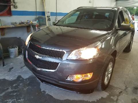 2011 Chevrolet Traverse for sale at Global Motors in Hialeah FL