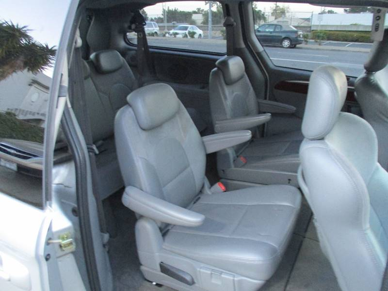 2005 Chrysler Town and Country Limited 4dr Extended Mini-Van w/ Power Moonroof - Belmont CA
