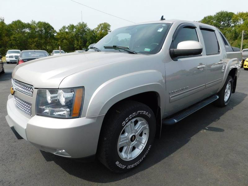 2009 Chevrolet Avalanche 4x4 LT 4dr Crew Cab Pickup In