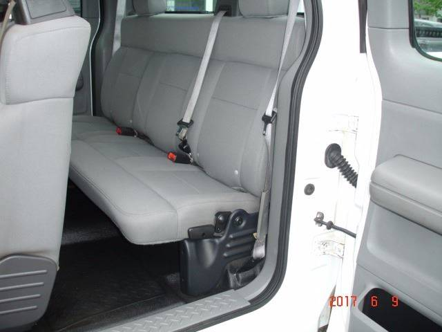 2005 Ford F-150 4dr SuperCab XL 4WD Styleside 6.5 ft. SB - Eastlake OH