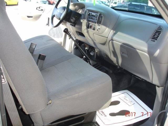 2004 Ford F-150 Heritage 2dr Standard Cab XL 4WD Styleside SB - Eastlake OH