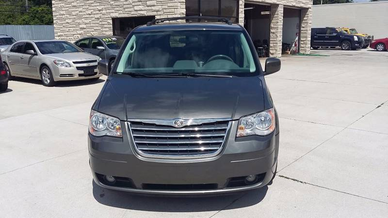 2010 Chrysler Town & Country Detroit Used Car for Sale