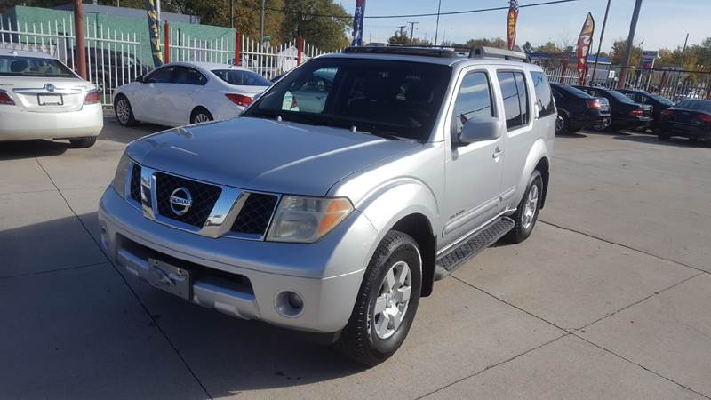 2005 Nissan Pathfinder car for sale in Detroit
