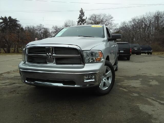 2011 RAM RAM PICKUP 1500 BIG HORN 4X4 4DR QUAD CAB 63 FT silver carfax 2 owners and no accidents