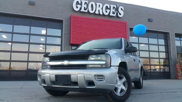 2004 CHEVROLET TRAILBLAZER LS 4DR SUV silverstone metallic with so much interior area passengers