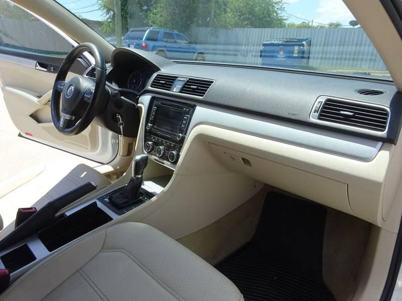 2012 Volkswagen Passat SE 4dr Sedan 6A - Corpus Christi TX