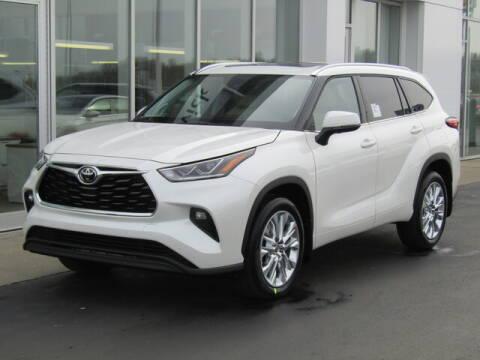 2020 Toyota Highlander for sale at Brunswick Auto Mart in Brunswick OH