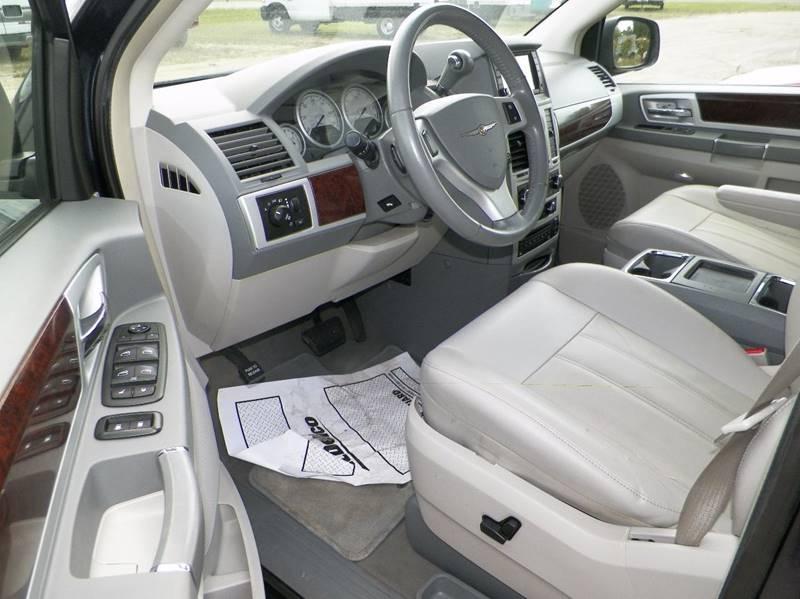 2009 Chrysler Town and Country Touring Mini-Van 4dr - Imlay City MI