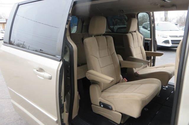 2014 Dodge Grand Caravan SXT (image 17)