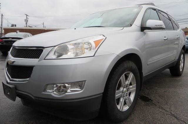 2012 Chevrolet Traverse LT (image 1)