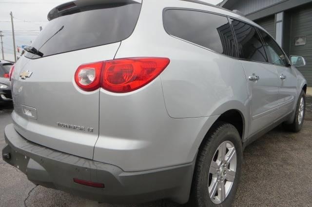 2012 Chevrolet Traverse LT (image 3)