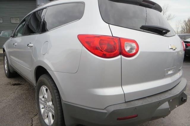 2012 Chevrolet Traverse LT (image 4)
