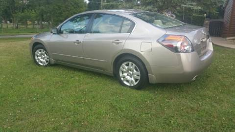 2012 Nissan Altima for sale at Clarks Auto Sales in Connersville IN