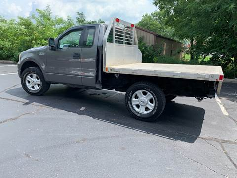 2005 Ford F-150 for sale at Clarks Auto Sales in Connersville IN