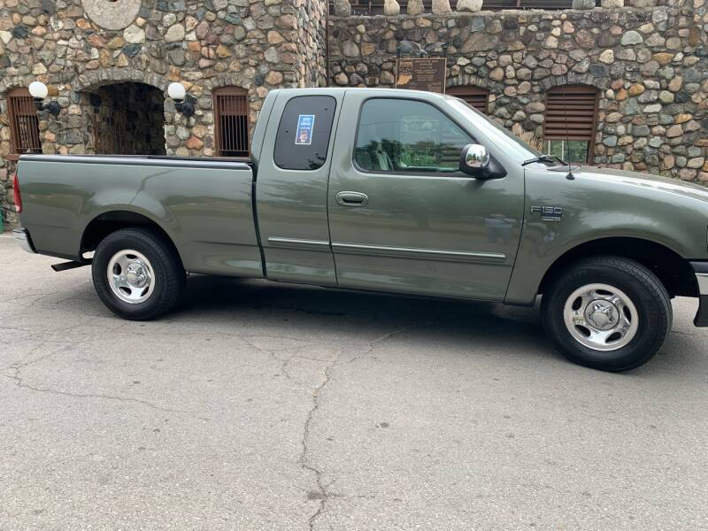 2002 Ford F-150 for sale at Clarks Auto Sales in Connersville IN