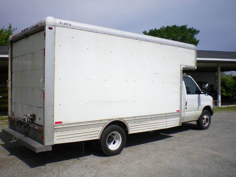 2006 Ford E-Series Chassis E-450 SD 2dr Commercial/Cutaway