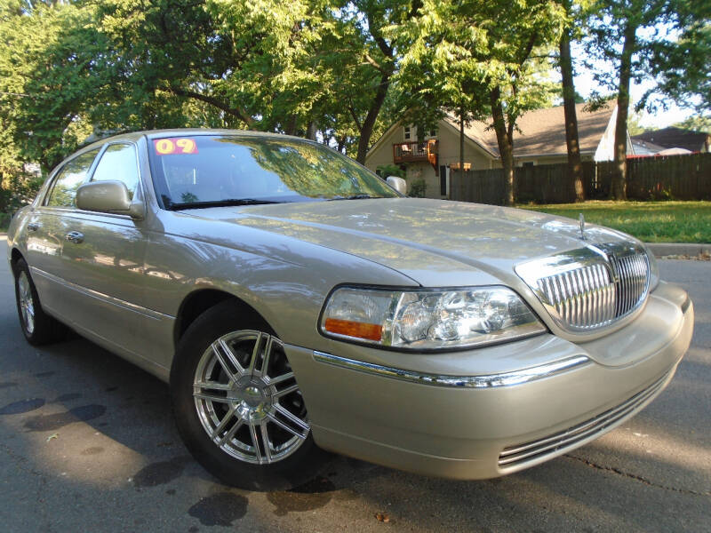 2009 Lincoln Town Car for sale at Sunshine Auto Sales in Kansas City MO