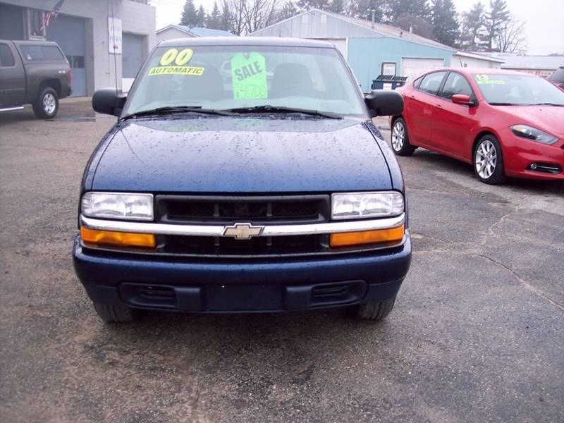 2000 Chevrolet S-10 for sale at Shaw Motor Sales in Kalkaska MI