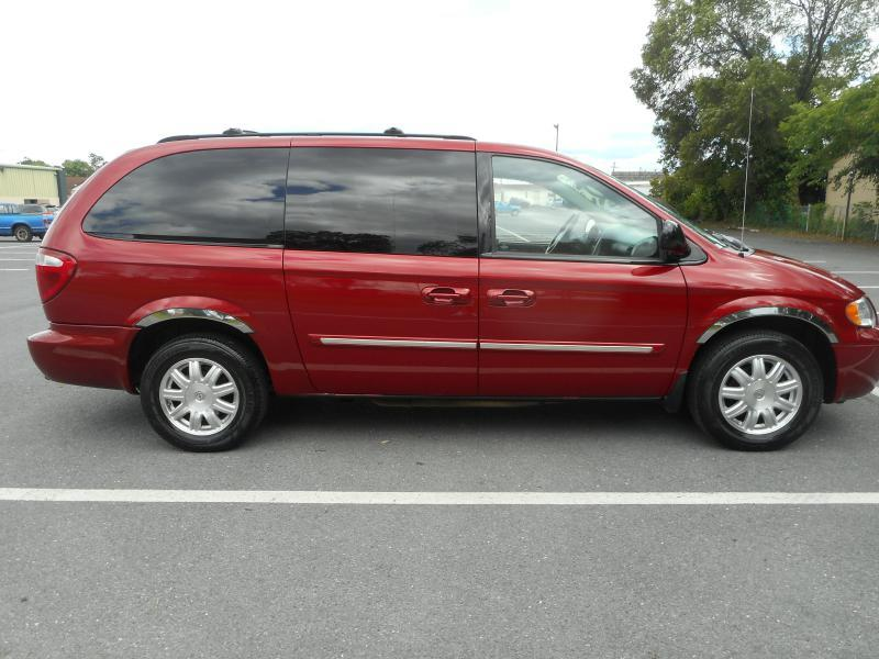 2007 Chrysler Town and Country for sale at Gasoline Alley Auto Sales in Winchester VA