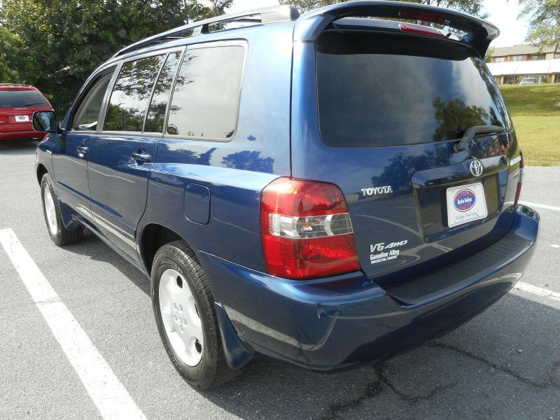 2005 Toyota Highlander for sale at Gasoline Alley Auto Sales in Winchester VA