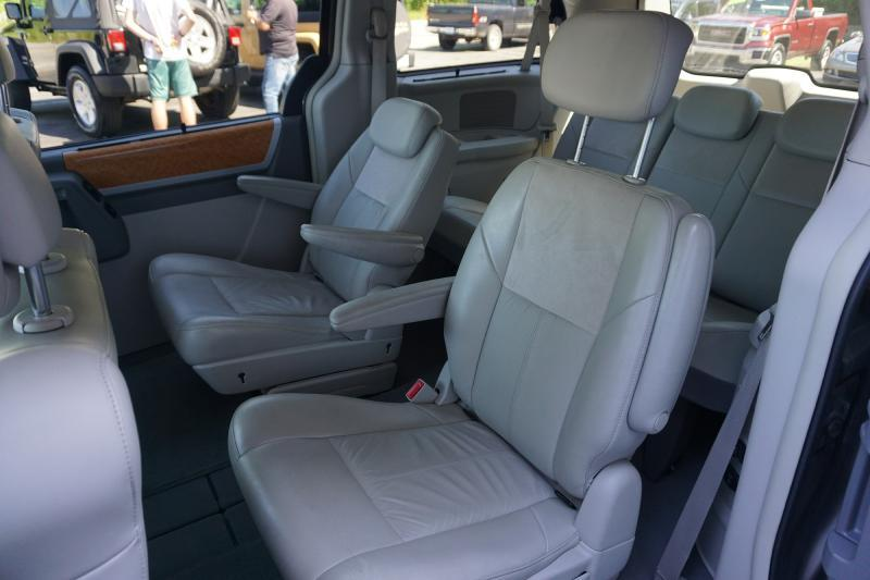 2010 Chrysler Town and Country Limited 4dr Mini-Van w/28Y - Valparaiso IN
