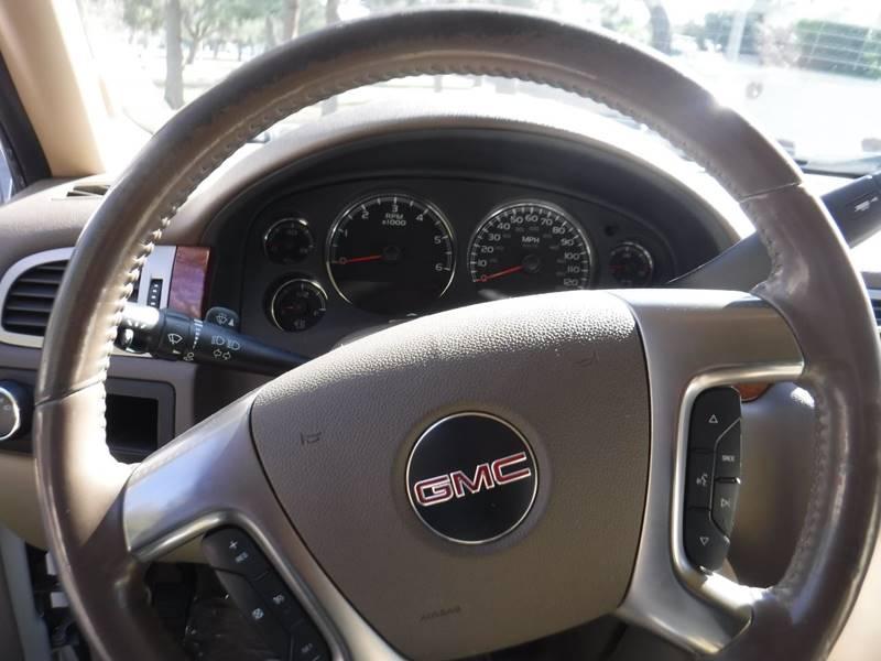 2007 GMC Yukon SLT (image 7)