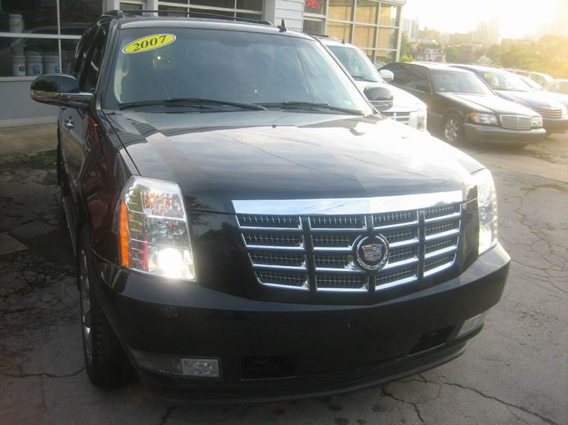 2007 Cadillac Escalade for sale at B. Fields Motors, INC in Pittsburgh PA