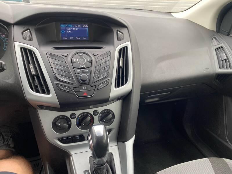 2012 Ford Focus SE 4dr Hatchback - Fredericksburg PA